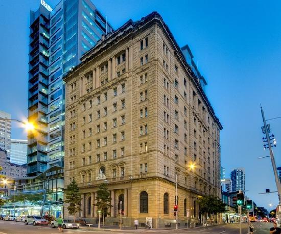 MacArthur Chambers Apartments