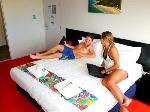 Nomads Byron Bay Backpackers Hostel, Superior King / Twin + Ensuite