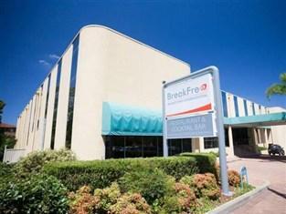 Breakfree bankstown international for Indoor swimming pool bankstown