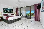 Roydon Beachfront Apartments, 2bdrm2bthrm Beachfront Spa Apt