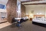 Alivio Tourist Park Canberra, Queen/twin Hotel Room+ Kitchen