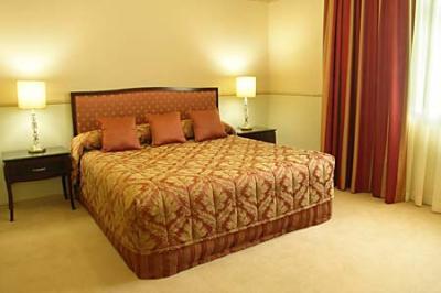 Royal Albert Hotel Brisbane CBD apartments luxury accommodation