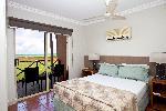 Moonlight Bay Suites, 2 Bdm Deluxe Bayview Apartment