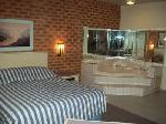 Quality Hotel Melbourne Airport, Queen Hotel Spa Suite