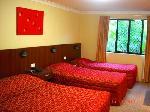 Rocky Resort Motor Inn, 1 Queen + 2 Singles Hotel Room