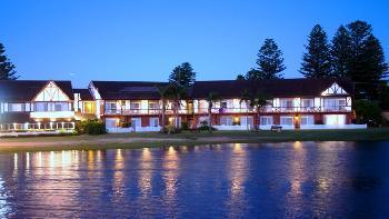 Clan Lakeside Lodge Terrigal