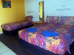 Reef Gardens Motel, Queen + 2 Singles Hotel Room