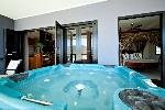At Waterfront Whitsunday Retreat, 3 Bedroom Jacuzzi Penthouse