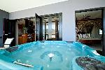 At Waterfront Whitsunday Retreat, 1 Bedroom Jacuzzi Penthouse