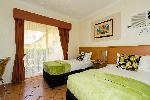 Cairns Queens Court, Superior Twin Room + Bfst