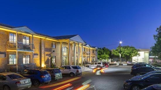 Adelaide Inn